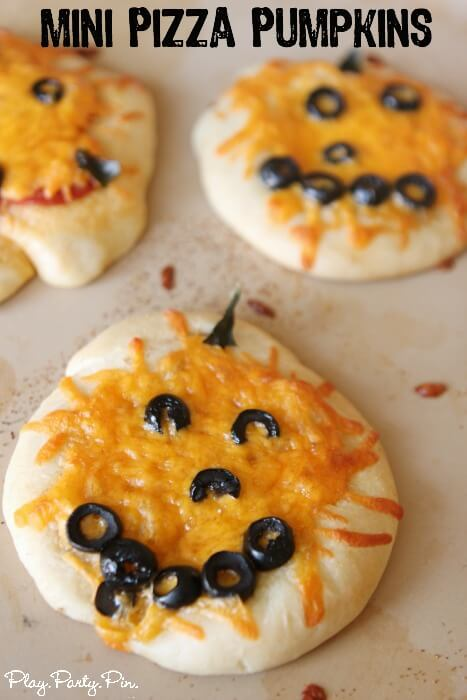 Halloween Dinner Ideas Mini-Pizza-Pumpkins
